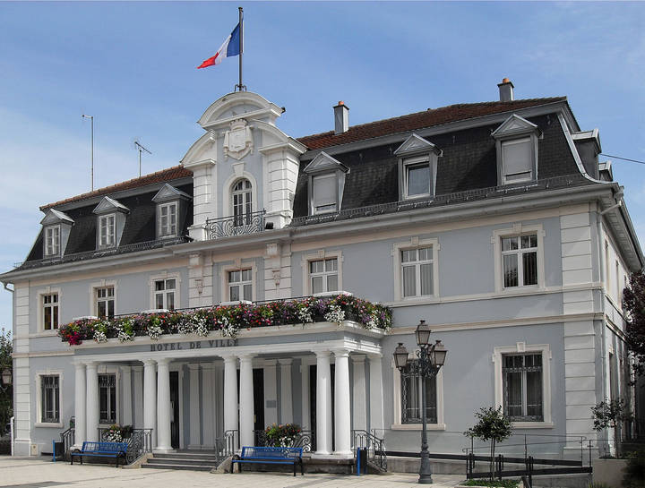 1280px-Cernay,_Hôtel_de_ville